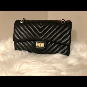 🚨New Listing! Stunning Quilted Shoulder Bag